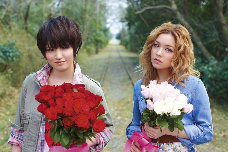 Love, divulgando seu primeiro álbum: Taisetsu na KIMOCHI